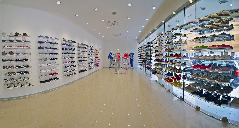 Catene di negozi di scarpe in italia modificare una for Negozi online design