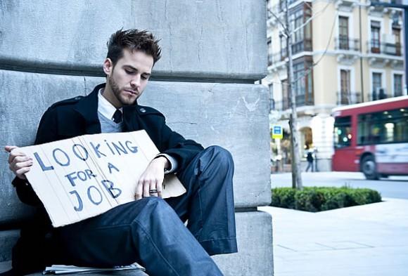 Disoccupazione giovanile ancora ai minimi